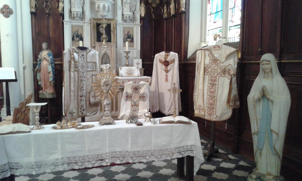 ornements sacerdotaux des différents temps liturgiques2