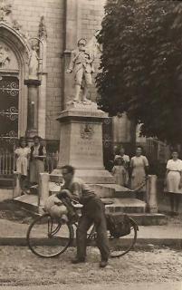 Changy, place de l'église, vers 1950